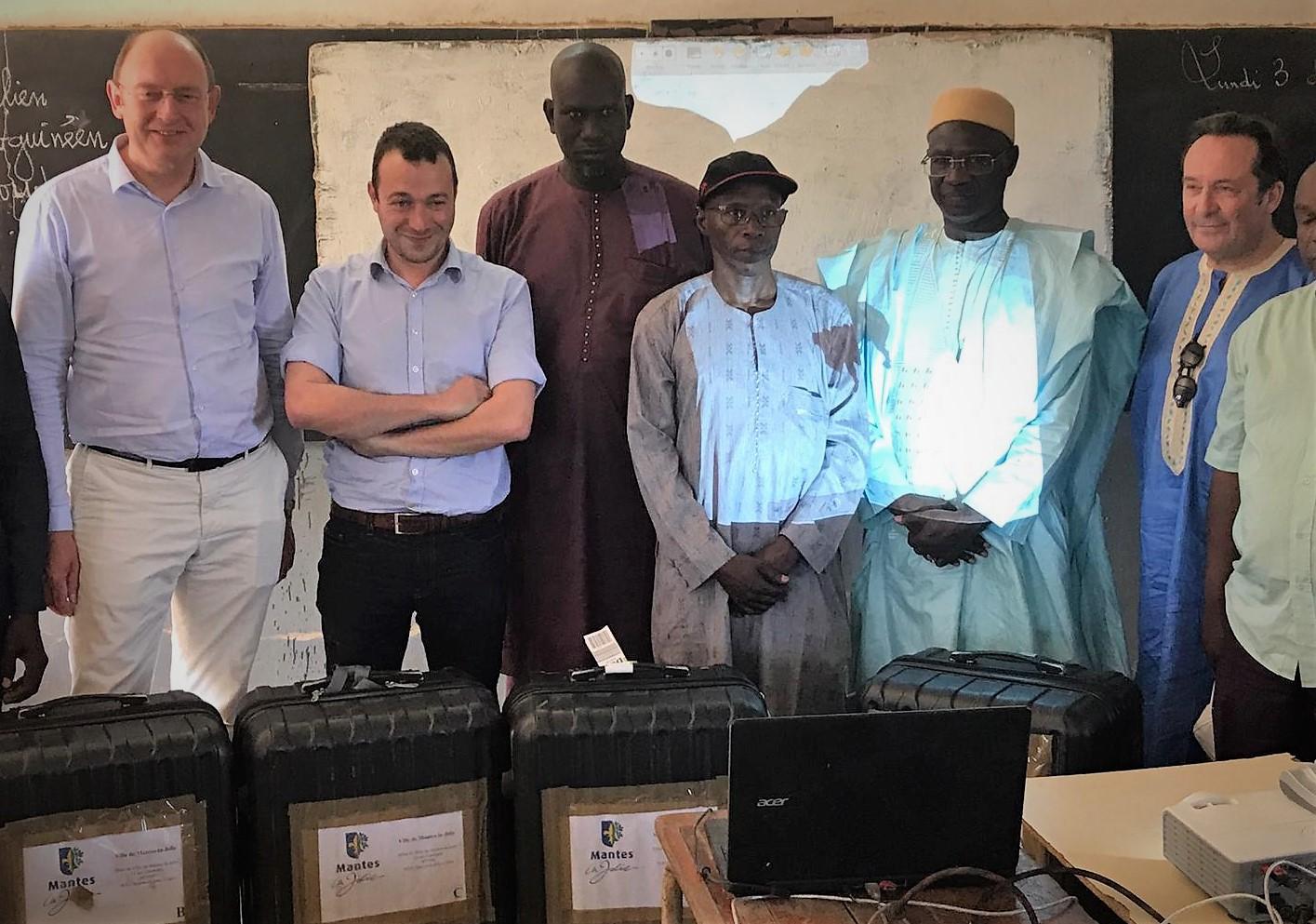 4 nouveaux Tableaux Numériques Interactifs remis à l'Inspecteur d'Académie de Matam – Ourosogui