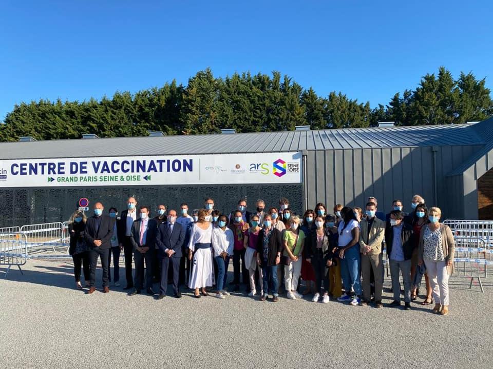Inauguration d'un nouveau  centre de vaccination au Parc des expositions de Mantes-la-Jolie
